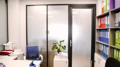 Офисная дверь и перегородка